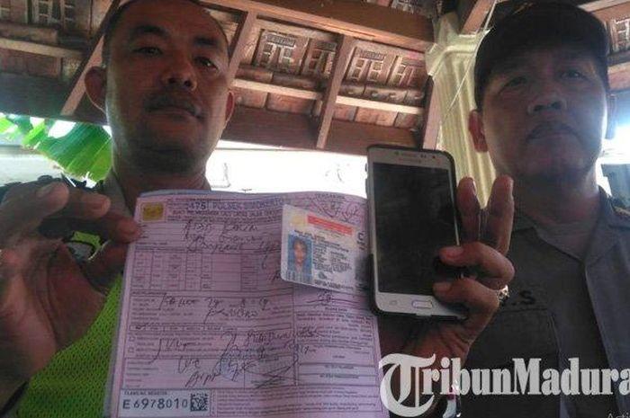 Oknum driver ojek online (ojol) mengaku sebagai wartawan, bahkan mengancam akan memviralkan petugas kepolisian yang akan menilangnya.