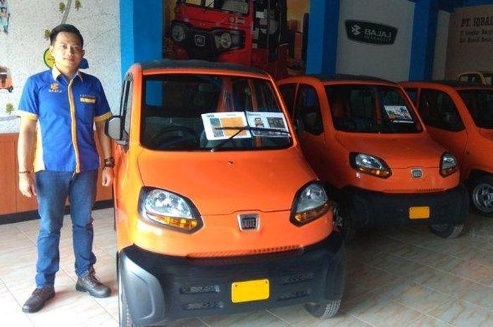 Bajaj Qute bisa memuat 4 orang, anti kehujanan, pajak murah dan mesinnya berkapasitas 266 cc.
