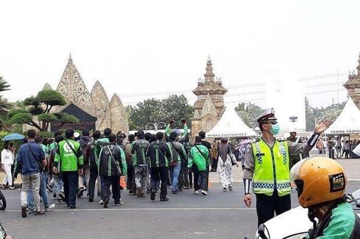 Para driver ojol hadir di pemakaman BJ Habibie