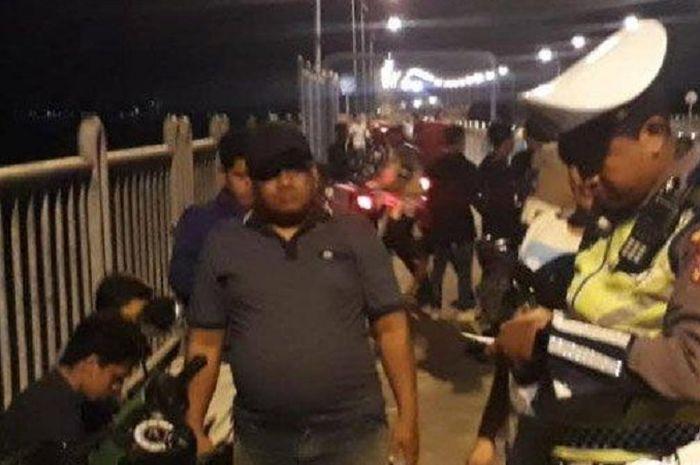 Pemotor Gak Berkutik Polisi Gelar Razia Tengah Malam di Jembatan Suramadu, Puluhan Motor Disita