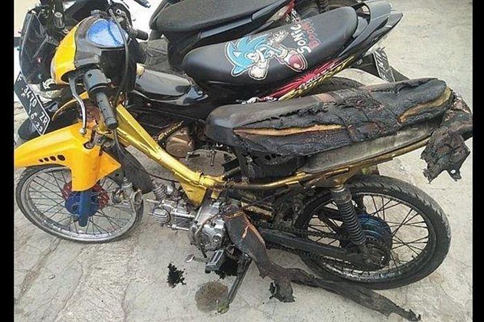 Yamaha Jupiter dibakar ABG depan polisi Cianjur
