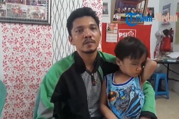 Erwin Siahaan, seorang driver ojek online (ojol) yang sempat diusir satpam saat pelantikan anggota DPRD di Medan, Sumatera Utara.