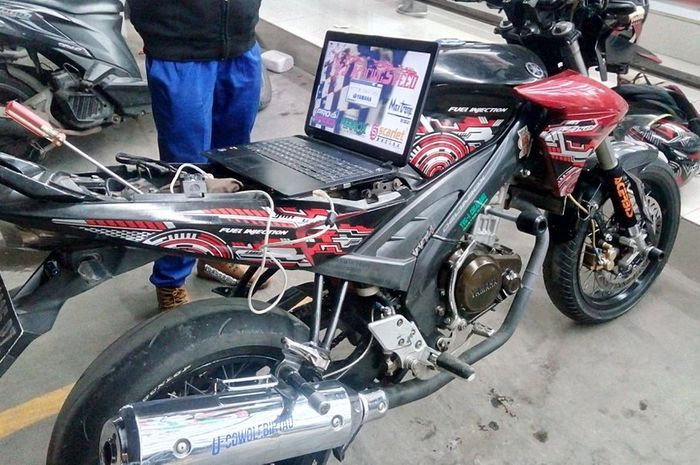 Yamaha V-ixion sedang remapping ECU