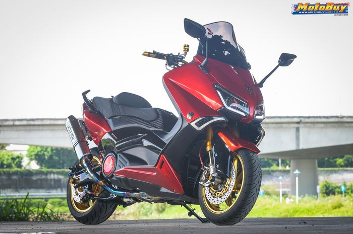 Yamaha TMAX red candy