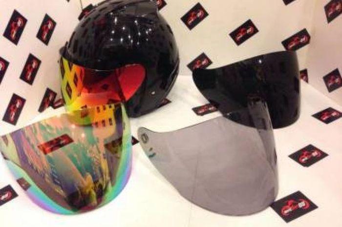 Amankah pakai visor helm gelap untuk harian? Begini cara pilihnya sesuai kebutuhan.