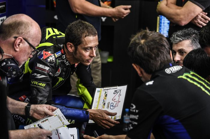 Valentino Rossi curhat tentang motor Yamaha YZR-M1