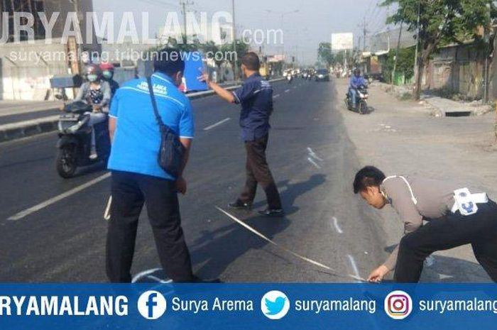 Proses olah TKP seorang pemotor yang diserempet bus Sugeng Rahayu