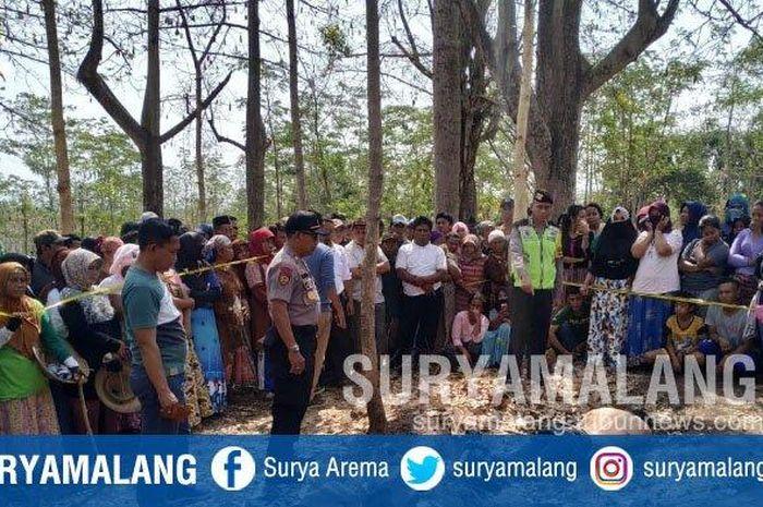 Seorang sales motor ditemukan tidak bernyawa di Hutan Jati di Desa Ambal Ambil, Kejayan, Pasuruan.