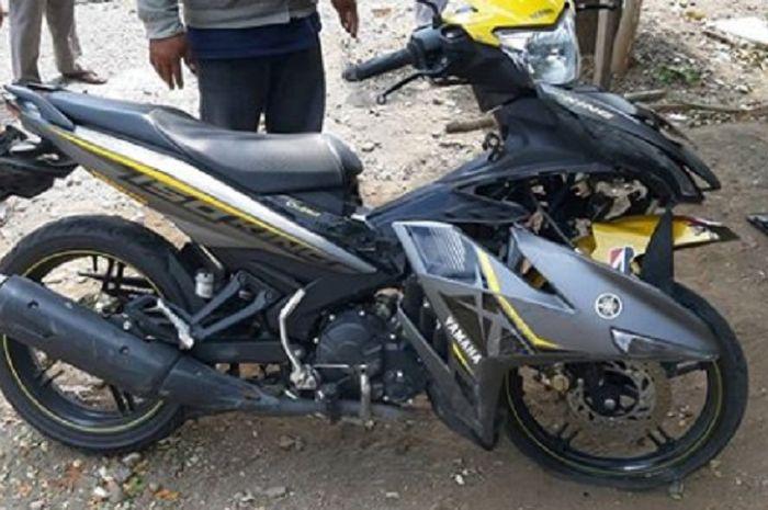 Yamaha MX King hancur, mahasiswa luka pada telapak tangan akibat kecelakaan tunggal.