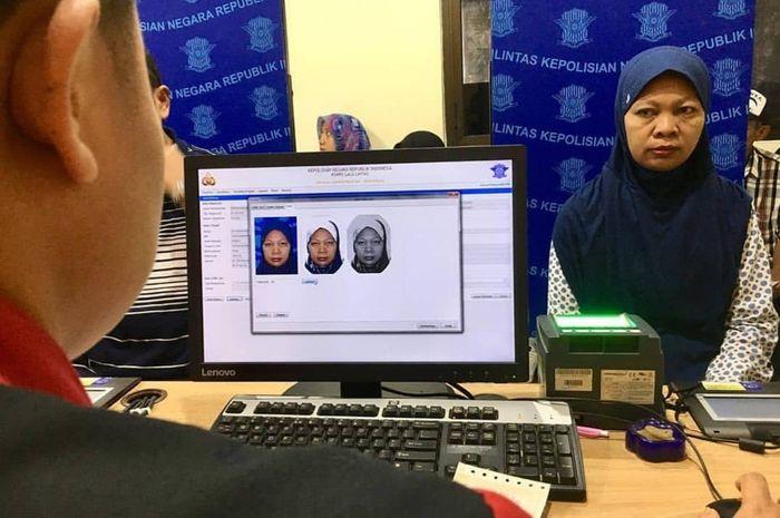 Pemohon SIM dimintar polisi jangan gunakan pakaian berwarna biru saat membuat SIM