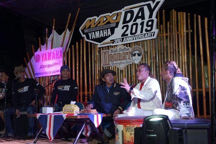 """Ferdinand Sule dalam talkshow """"Ngobat"""" (Ngomongkeun Batur) bareng Budi Dalton di MAXI Yamaha Day Bandung"""