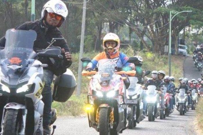 Ratusan bikers Honda ADV 150 dari Surabaya dan Malang touring perdana dan kumpul di Kaliandra Resort Prigen, Kabupaten Pasuruan.