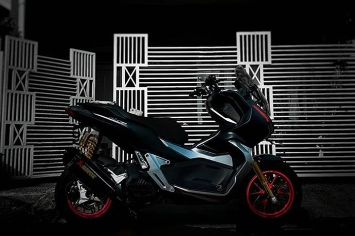 Honda ADV150 knalpot Akrapovic hasil digimods