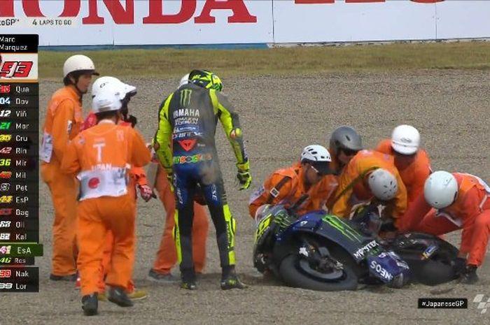Pembalap senior Valentino Rossi tersungkur akibat lowside ketika race di MotoGP Jepang 2019 di sirkuit Twin Ring Motegi  menyisahkan 4 lap lagi.