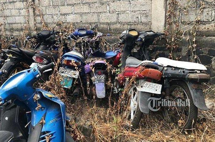 Ratusan bangkai motor memenuhi markas Polresta Denpasar, rata-rata motor tersebut merupakan barang bukti kecelakaan, kasus kriminal dan tilang.