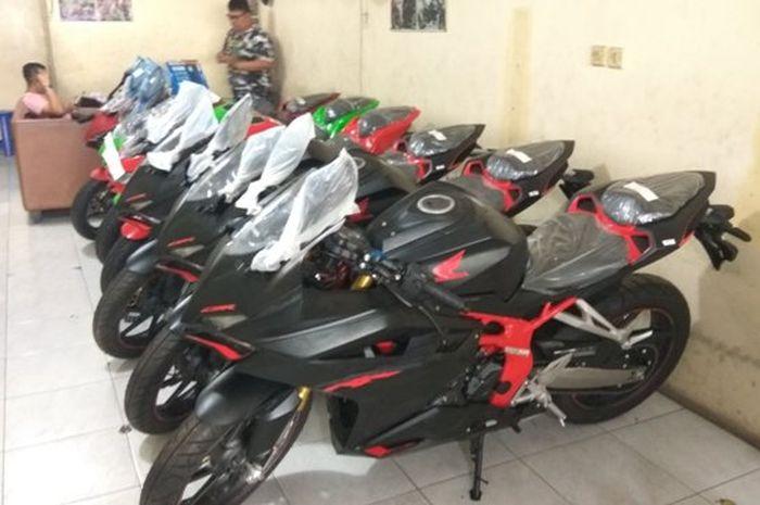 Kawasaki New NInja 250 dan Honda CBR250RR besutan KJV MotoSport dijual dengan harga terjangkau dan banyak pilihan.
