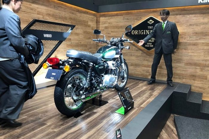 Kawasaki W800 Street, hadir dalam Tokyo Motor Show 2019 dengan membawa banyak perubahan.