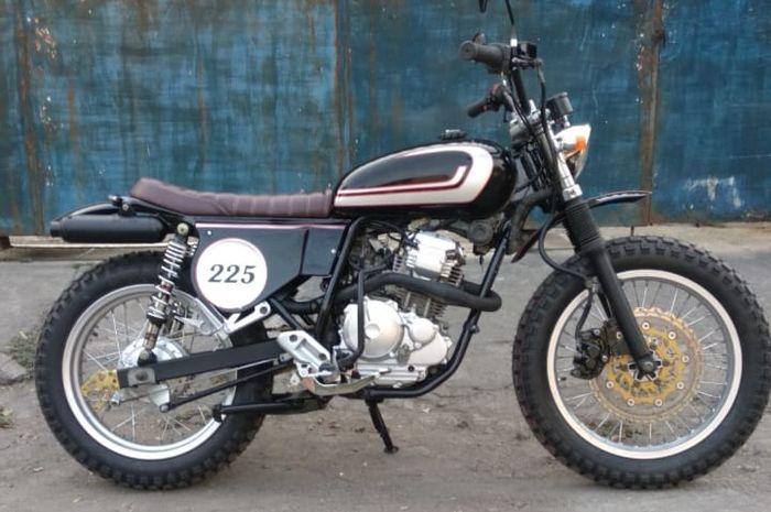 Yamaha Scorpio Z ala vintage tracker siap melabas jalanan.