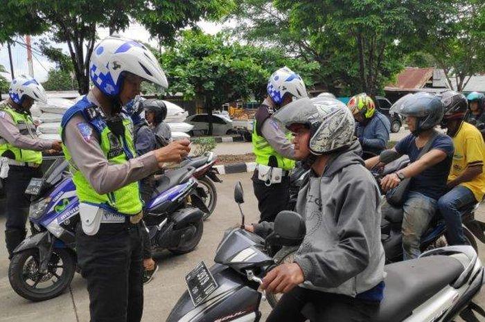 Memasuki hari ke-4 pelaksanaan sweeping Operasi Zebra Mahakam 2019, Kalimantan Timur pengendara yang tertilang akibat melakukan pelanggaran hampir mencapai 500 pengendara.
