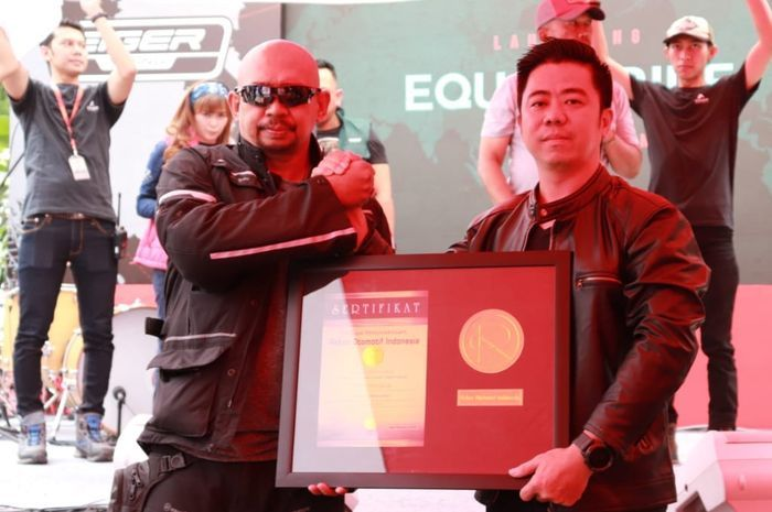 Jeffrey Polnaja, libas 97 Negara total 420.000 km, dapat Rekor Otomotif Indonesia (ROI)