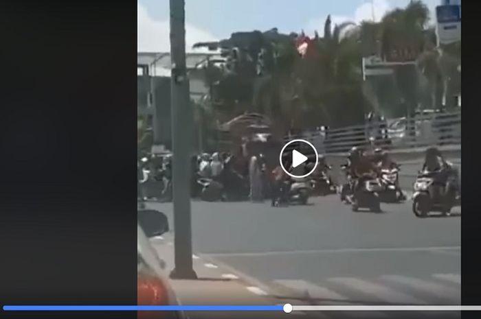 Sopir truk dipukuli pengantar jenazah di Makassar, diduga telah terjadi senggolan.