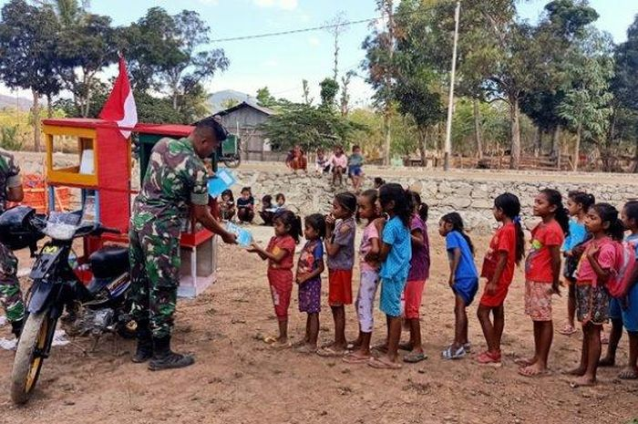 Motor pintar milik tentara jadi idola anak-anak