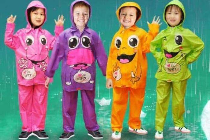 Jas hujan anak karakter, bisa ditemukan di toko online dengan harga yang cukup murah.