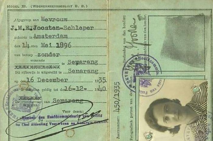 Bentuk dari Surat Izin Mengemudi (SIM) tahun 1935 sangat berbeda jika dibandingkan dengan saat ini.
