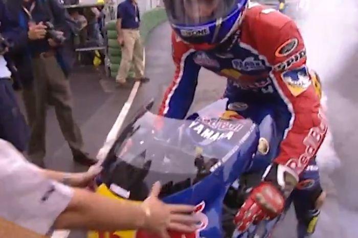 Regis Laconi tergabung dalam Redbull Yamaha WMC menjuarai MotoGP Valencia Pertama  kalinya  pada tahun 1999.