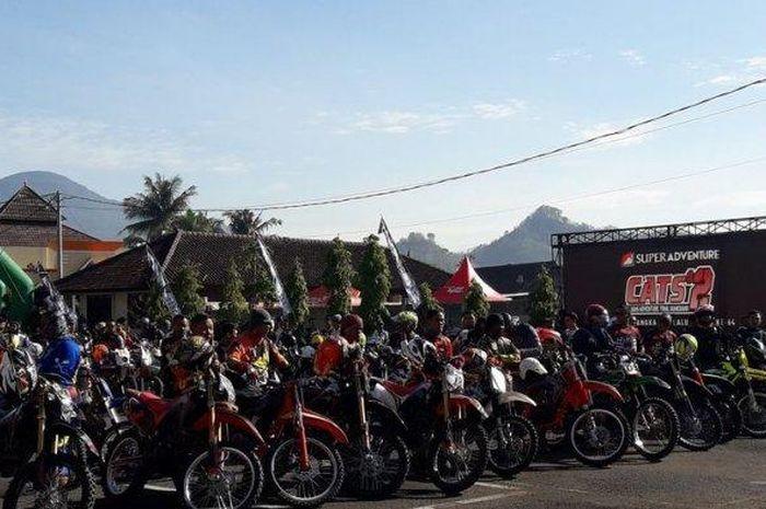 Ribuan motor trail serbu Mapolres Sumedang, Jawa Barat