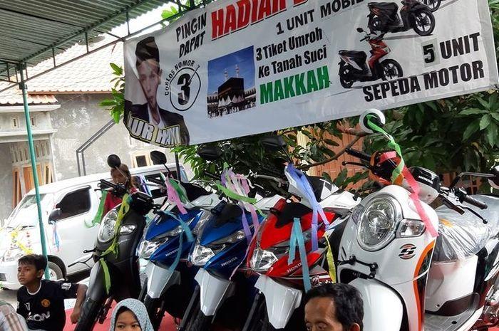 Warga di Kabupaten Pekalongan, Jawa Tengah, dihebohkan dengan Pemilihan Kepala Desa (Pilkades) berhadiah 18 motor, 1 mobil dan 3 tiket umroh, Rabu (14/11/2019).