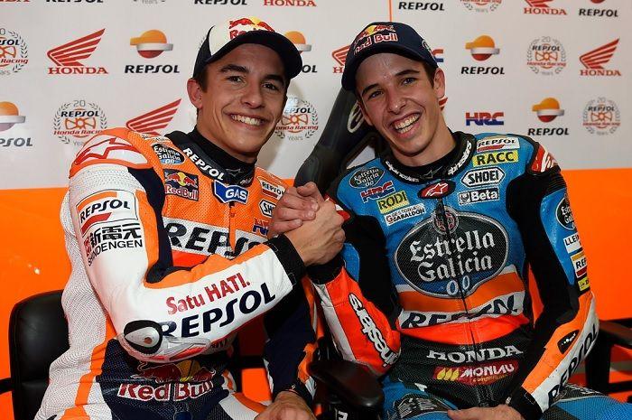Alex Marquez (kanan) resmi bergabung ke tim Repsol Honda untuk MotoGP 2020 menggantikan Jorge Lorenzo.