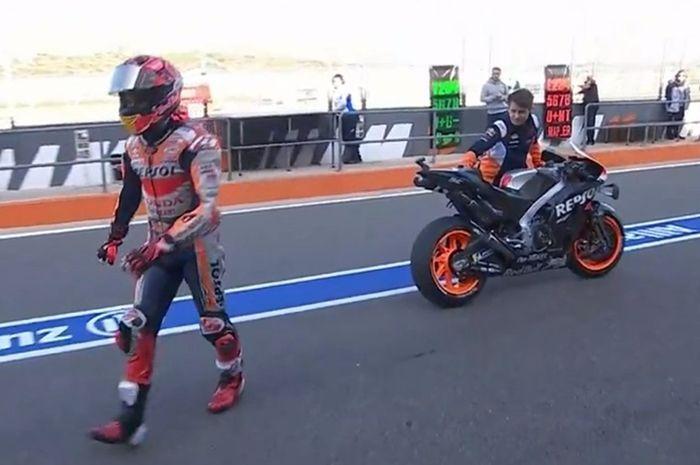 Marc Marquez balik ke pit karena ada masalah di Honda RC213V