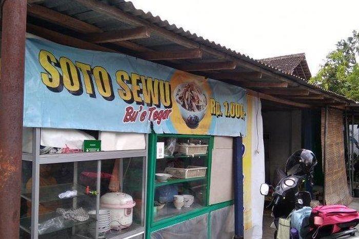 Sukarni (46) pemilik warung Soto di Sragen jual Rp 1.000 per porsi, tapi omsetnya dalam 2 minggu bisa kebeli Yamaha NMAX cash.