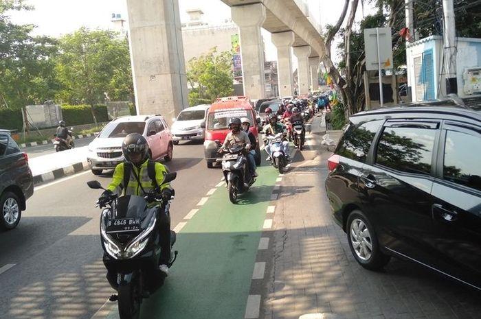 situasi jalur sepeda di bawah Stasiun MRT Jakarta, Rabu (20/11/2019)