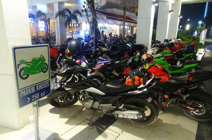 Parkir Moge di Mall
