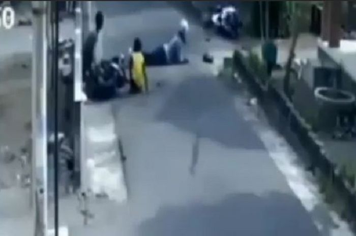 Kecelakaan Yamaha NMAX dan anak kecil bawa motor.