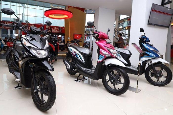 Honda BeAT Pop eSP (tengah) masih dijual di dealer