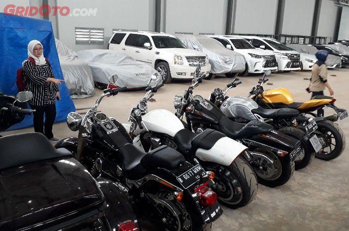 Motor-motor yang disita KPK dari kasus korupsi bupati non aktif Hulu Sungai Tengah, Kalimantan Selatan, Abdul Latief.