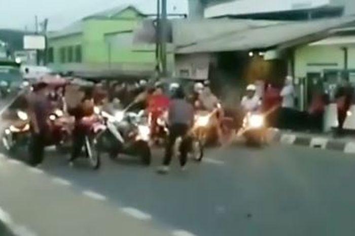 Balap motor pagi ini (12/12/2019), di daerah Tambun, Kabupaten Bekasi