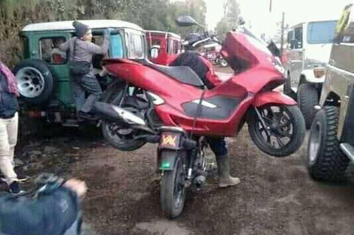 Honda PCX 150 mogok di Gunung Bromo.