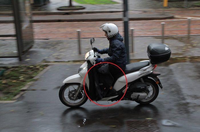 Pemotor pakai selimut di Eropa saat musim dingin.