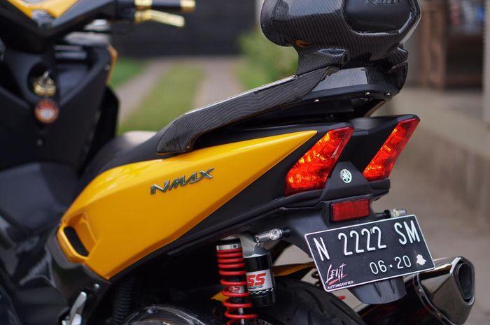 Desain lekuk body belakang diambil dari Yamaha TMAX 530 DX