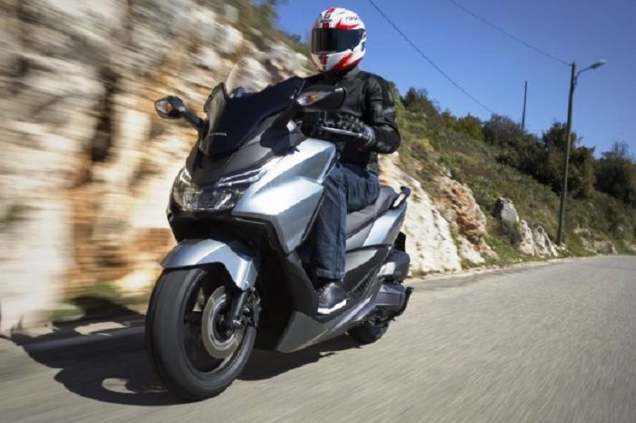 Honda ADV300 mengambil basis konsep dari Honda Forza.