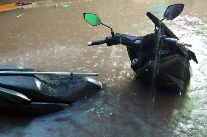 Ilustrasi motor terendam banjir.