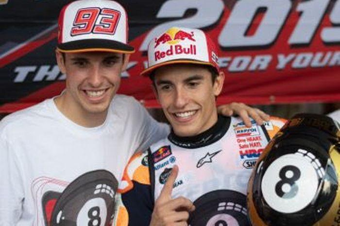 Alex Marquez (kiri) dan Marc Marquez (kanan) jadi sejarah pembalap abang-adik pertama berada di satu tim pabrikan dalam sejarah MotoGP 4-Tak