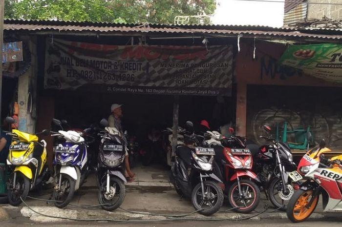 Usaha motor seken HRF Motor milik Rahman di Condet, Jaktim.