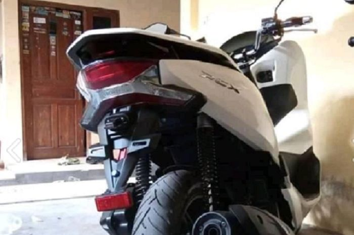 Sepatbor Honda PCX150 custom dijual cuma Rp 40 ribuan.