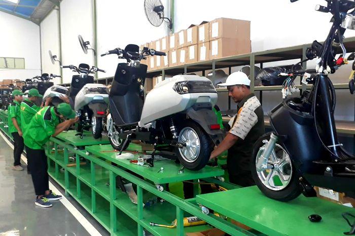 Perakitan motor listrik Elvindo di Pabrik Elvindo Cikupa, Tangerang.