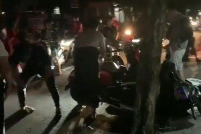 Seorang bule saat menabrak kendaraan yang parkir di wilayah Kerobokan, Senin (13/1/2020) dini hari /Foto istimewa
